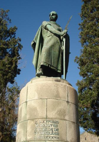 Памятник Афонсу I в Гимарайнш